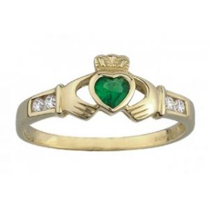 Solvar 9 ct Claddagh with Synthetic Emerald